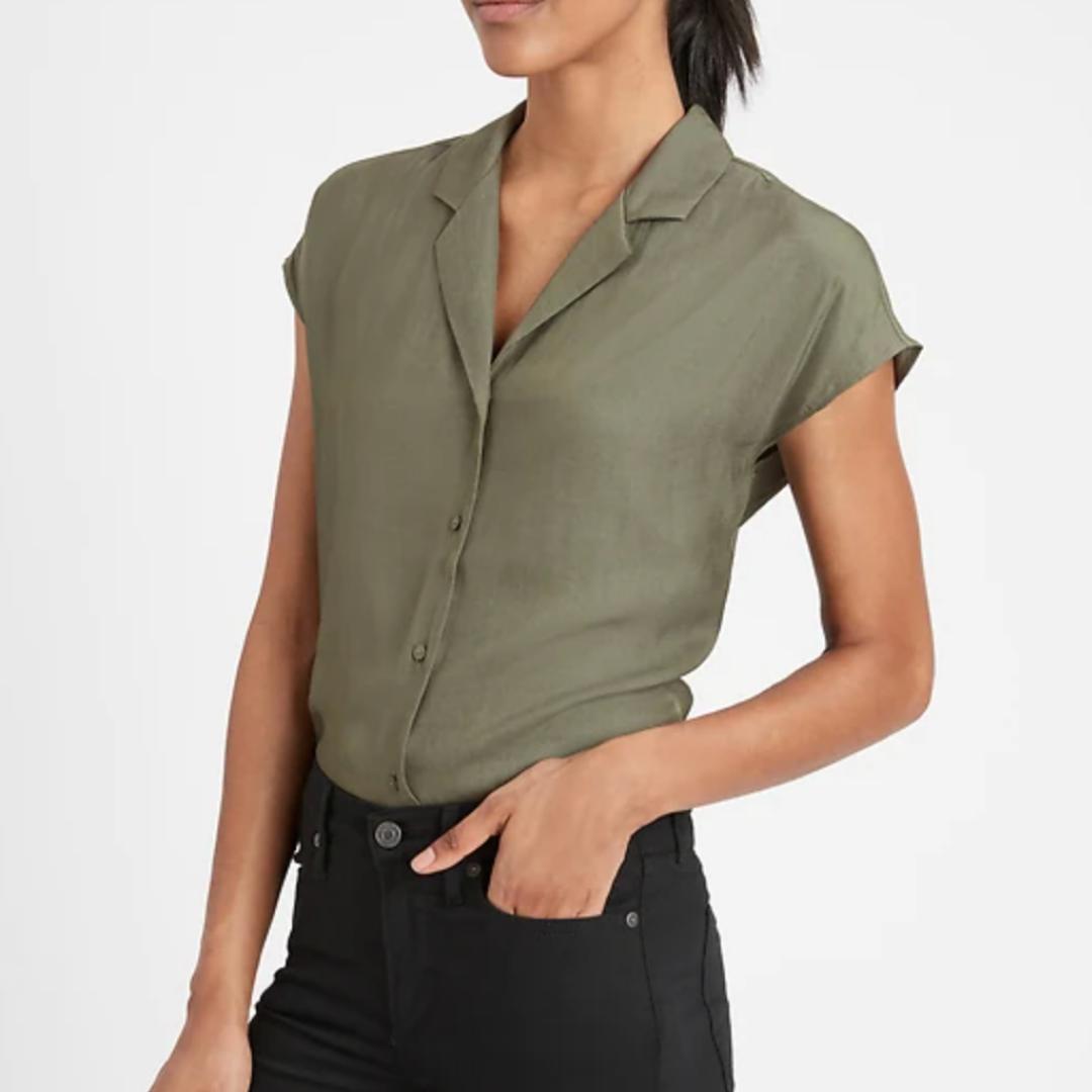 Green button down short sleeve blouse