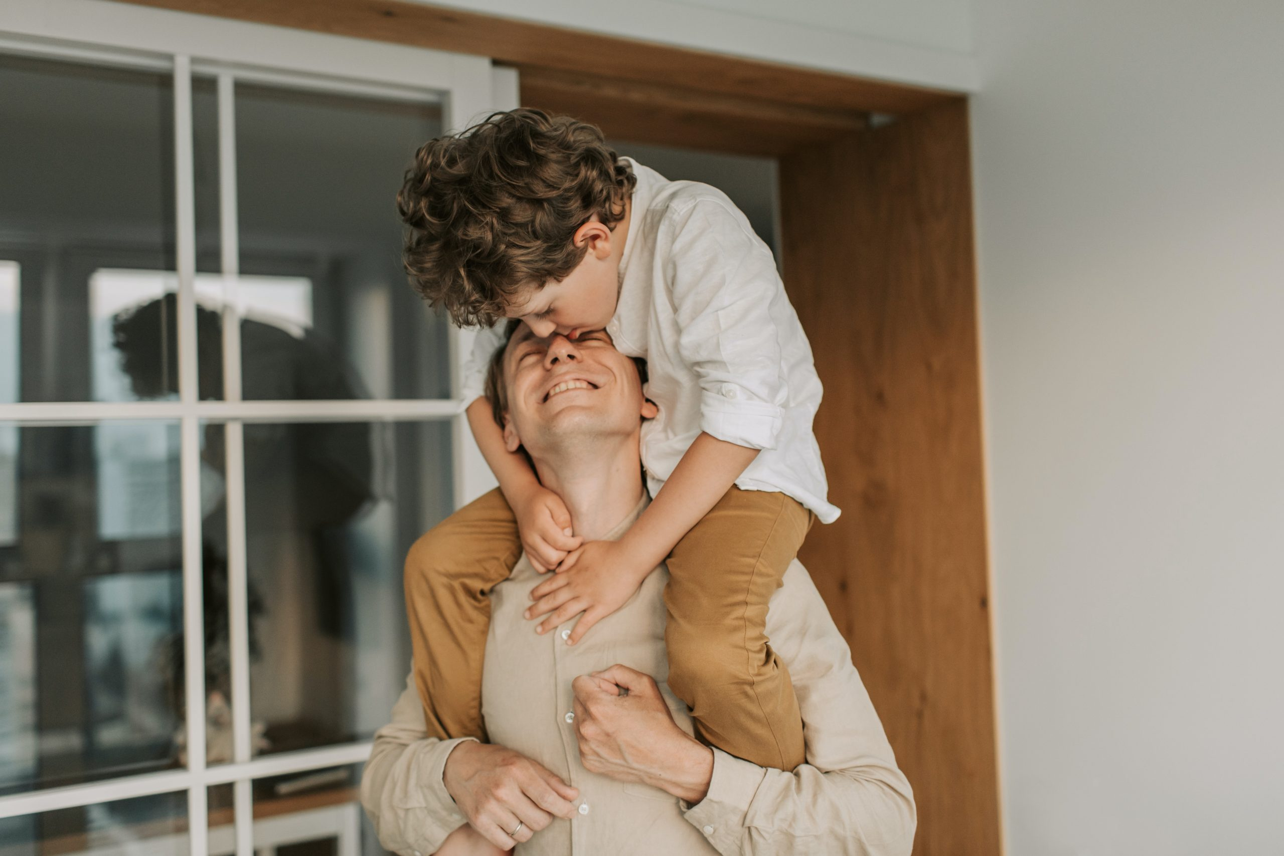 Dad with son on shoulders