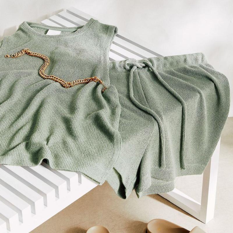 H&M green matching shirt and shorts